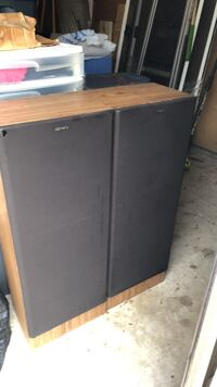 Sony 2 speakers 3 Ft  tall Waldorf, 20603