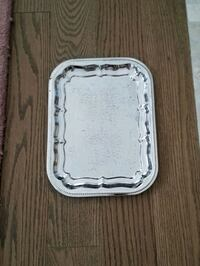 Serving plate .