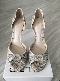 BRAND NEW heels- SIZE 8 London, N6G