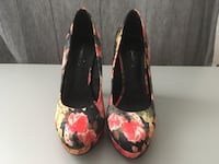 Shoes. Size 6. Wore once. Le Chateau. Toronto, M2R
