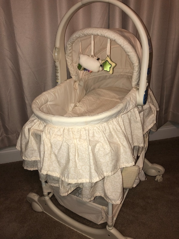 Moses bassinet with changer