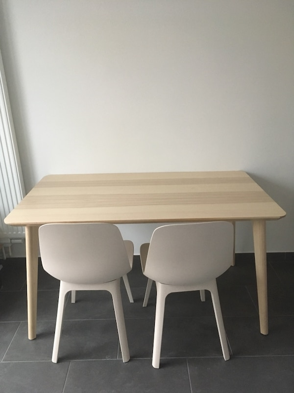 Table + 2 chairs - like new
