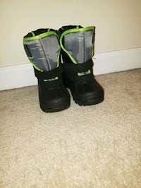 black-and-green snow boots Shepherdstown, 25443