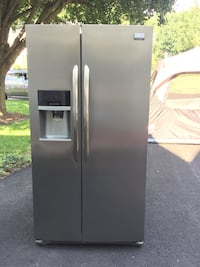 Stainless steel side-by-side refrigerator with dispenser Woodbridge, 22193