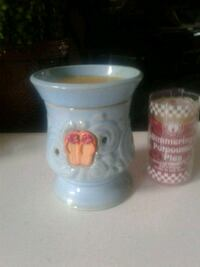 Scentsy wax warmer with 6 new wax melts