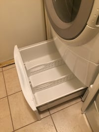 White front-load clothes washer and dryer with pedestals Thousand Oaks, 91362
