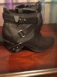 women's black leather side-zip strappy chunky heel booties Port Moody, V3H