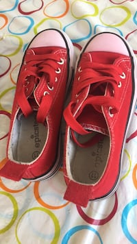 pair of red Converse All Star low-top sneakers Montréal, H1G 2A5