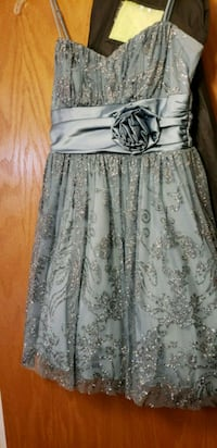 women's gray and white floral sleeveless dress