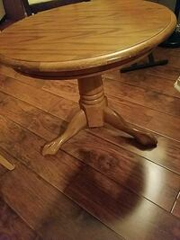 round brown wooden pedestal table Rockland, 02370