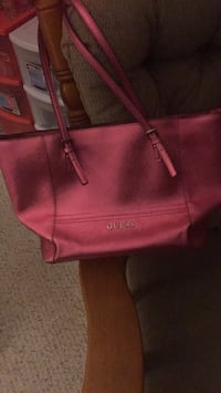 New large guess tote - pick up binbrook only - read ad details!!! Hamilton, L0R 1C0