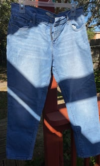 Old Navy sz 10 crop jeans