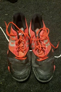 pair of red-and-black Nike running shoes Toronto, M3N 2W1