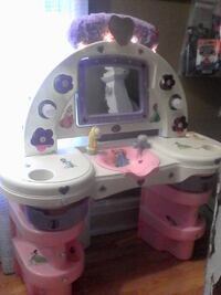 Hair Salon Vanity, Disney Princesses With Lights, Mirror And Dry Erase Board. free accessories and disney necklace Brampton