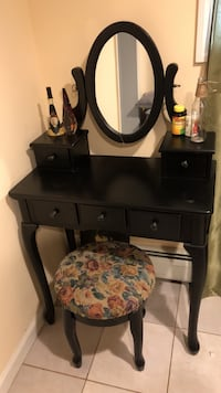 Black wooden vanity table with mirror Cliffside Park, 07010