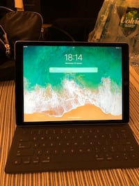 Ipad pro 12,9 inch 128 gb, the keyboard also is included. Ipad in perfect condition not used at all Paris, 75006