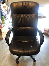 Tall rolling desk chair