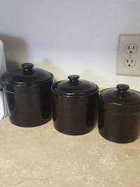 three black cooking pots Lincoln, 68521