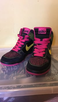 Pair of black-pink-yellow Nike high top basketball shoes Dollard-des-Ormeaux, H9G 2K2