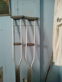 Like new crutches Las Vegas, 89115