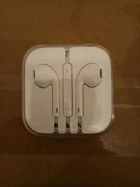Apple earbugs earpods North Vancouver, V7N 4K6