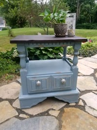 Shabby chic side table. Watertown, 02472