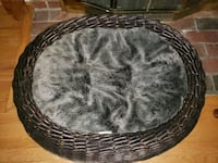 Pet dog bed like new my dogs wont ues it.very big  Frederick