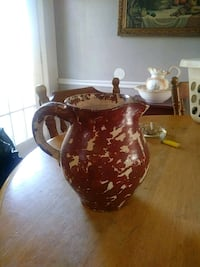 brown and white ceramic pitcher Lancaster, 40444