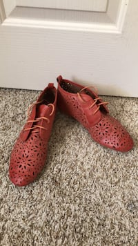 pair of red leather shoes Brentwood, 94513