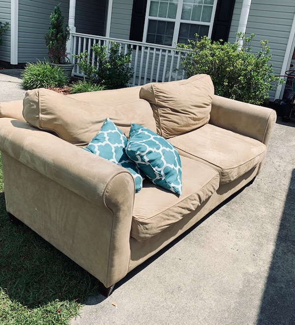 Used Couch! Good Condition. Approximately 90 Inches Wide