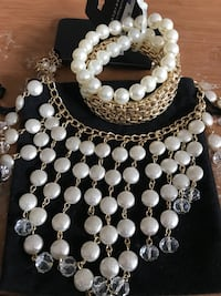 Beautiful Gold Pearl Set Methuen, 01844