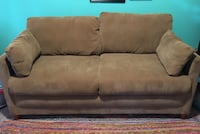 Loveseat Sleeper!! Folds out to full size bed Los Angeles, 91326