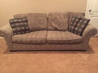 Couch and matching chair for sale. Aurora, 80016