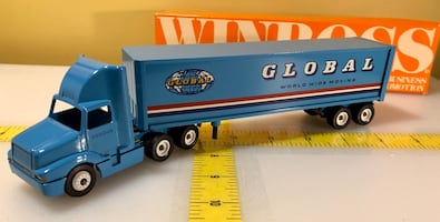 Winross Global Worldwide Moving Tractor Trailer 1/64 1990