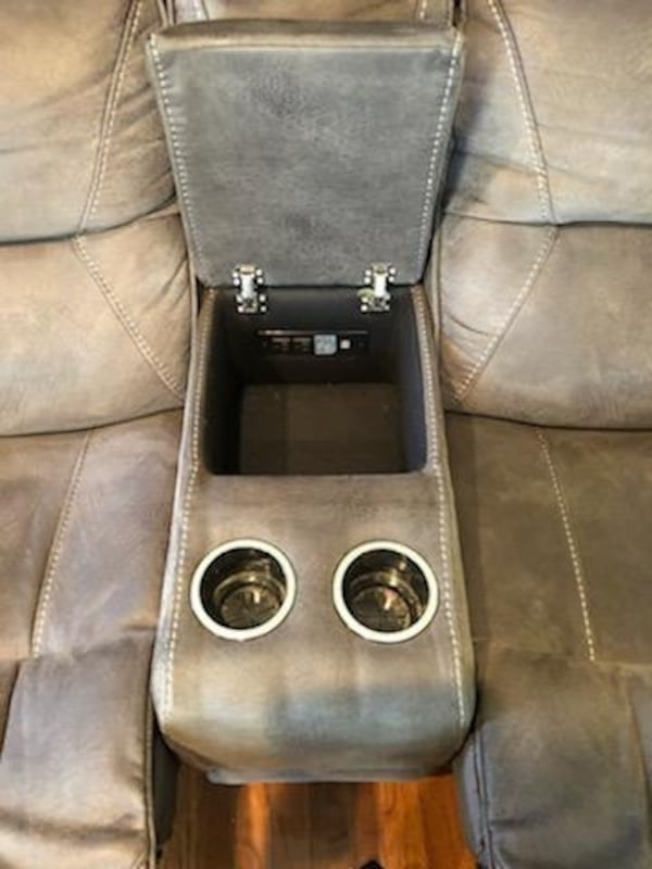 Recliner couch and chase with table set a1aa43aa-6ca2-488e-95ec-6f75250dab57