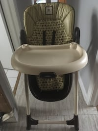 baby's white and black high chair Toronto, M6E 1T7