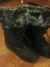 two black sheepskin boots Annandale, 22003