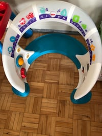 Fisher price bright beats smart touch play space ( Toronto, M9V 3T2