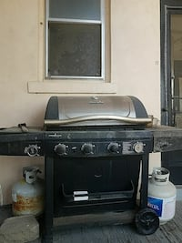 gray and black Char-Broil gas grill Davenport, 52803