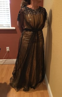 Formal evening gown / prom