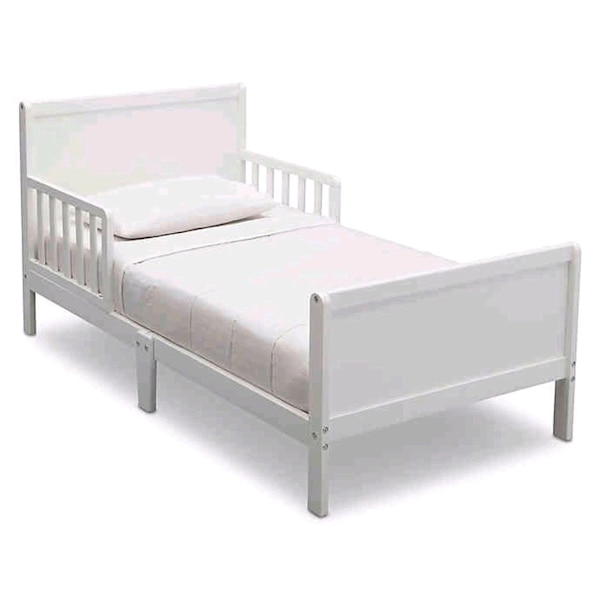 Delta Bianca Children Wood Toddler Bed and Mattres