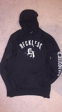 black and white Hollister pullover hoodie Coquitlam, V3E