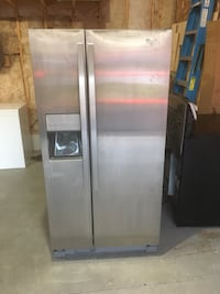 stainless steel side-by-side refrigerator with dispenser Brant, N3L