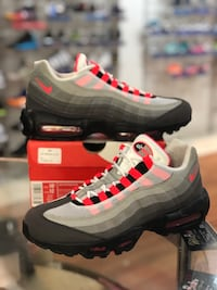Solar red air max 95s size 10.5 Silver Spring, 20902