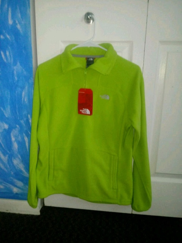 Woman north face sweater