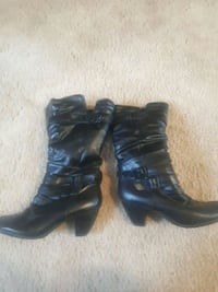 pair of black leather boots 642 km
