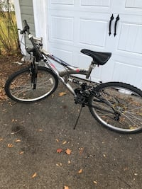 """Kent mountain bike 26"""" tires 18""""/ 46 cm from base of seat to crankshaft Chelmsford, 01824"""