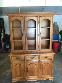 Wooden desk with hutch Beaconsfield, H9W 1W9