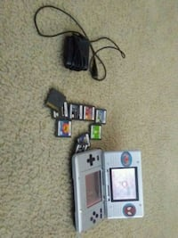 gray Nintendo ds with game cartri Bensenville, 60106