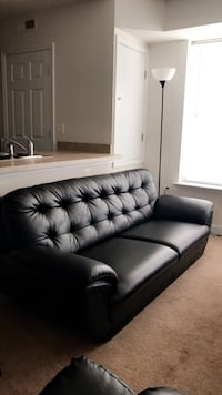 Leather love seat couch Arlington, 22201